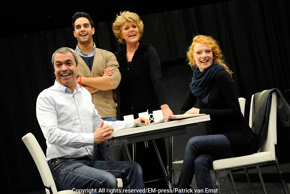 Perspresentatie Next to Normal - de musical in de Dutch Studio's Amsterdam.<br /> <br /> Op de foto:  v.l.n.r. Wim van den Driessche , Freek Bartels , Simone Kleinsma en Michelle van de Ven