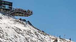 THEMENBILD - Touristen auf der Aussichtsplattform. Das Kitzsteinhorn ist Teil der in den Hohen Tauern gelegenen Glocknergruppe und erreicht eine Höhe von 3203 m, aufgenommen am 08. August 2016, Kaprun, Österreich // Tourists on the observation deck. The Kitzsteinhorn is a mountain in the High Tauern range of the Alps. It is part of the Glockner Group and reaches a height of 3,203 m. The Kitzsteinhorn glaciers are a popular ski area, Kaprun, Austria on 2016/09/06. EXPA Pictures © 2016, PhotoCredit: EXPA/ JFK