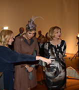 Koningin Maxima aanwezig bij Prix de Rome 2013. De Prix de Rome is de oudste en meest genereuze prijs voor jonge kunstenaars en architecten (tot 40 jaar) in Nederland. <br /> <br /> Queen Maxima attended Prix de Rome in 2013. The Prix de Rome is the oldest and most generous prize for young artists and architects (under 40 years) in the Netherlands.<br /> <br /> Op de foto / On the photo:  Koningin Máxima krijgt een rondleiding door het Appel arts centre in Amsterdam / Queen Máxima gets a tour of the Appel arts center in Amsterdam