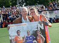 AMSTERDAM - Hockey -  Presentatie van het blad Helden door Frits Barend met Lidewij Welten.  Interland tussen de vrouwen van Nederland en Groot-Brittannië, in de Rabo Super Serie 2016 .  COPYRIGHT KOEN SUYK