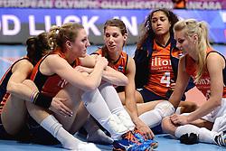09-01-2016 TUR: European Olympic Qualification Tournament Rusland - Nederland, Ankara<br /> De Nederlandse volleybalsters hebben de finale van het olympisch kwalificatietoernooi tegen Rusland verloren. Oranje boog met 3-1 voor de Europees kampioen (25-21, 22-25, 25-19, 25-20) / Quinta Steenbergen #7, Myrthe Schoot #9, Robin de Kruijf #5, Celeste Plak #4, Laura Dijkema #14
