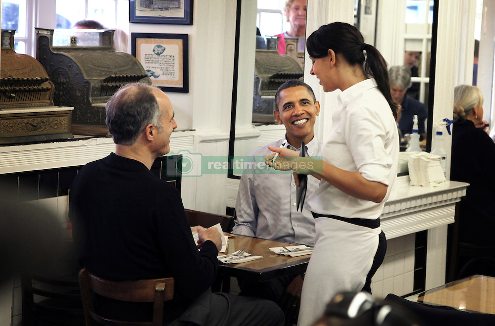 Jayme Stern takes President Barack Obama's order at the Famous Fourth Street Deli in Philadelphia as he campaigns for local politicians with Pennsylvania Senator Bob Casey in Philadelphia, PA, USA, on Saturday, October 30, 2010. Photo by Laurence Kesterson/Philadelphia Inquirer/MCT/ABACAPRESS.COM  | 249704_002 Philadelphia