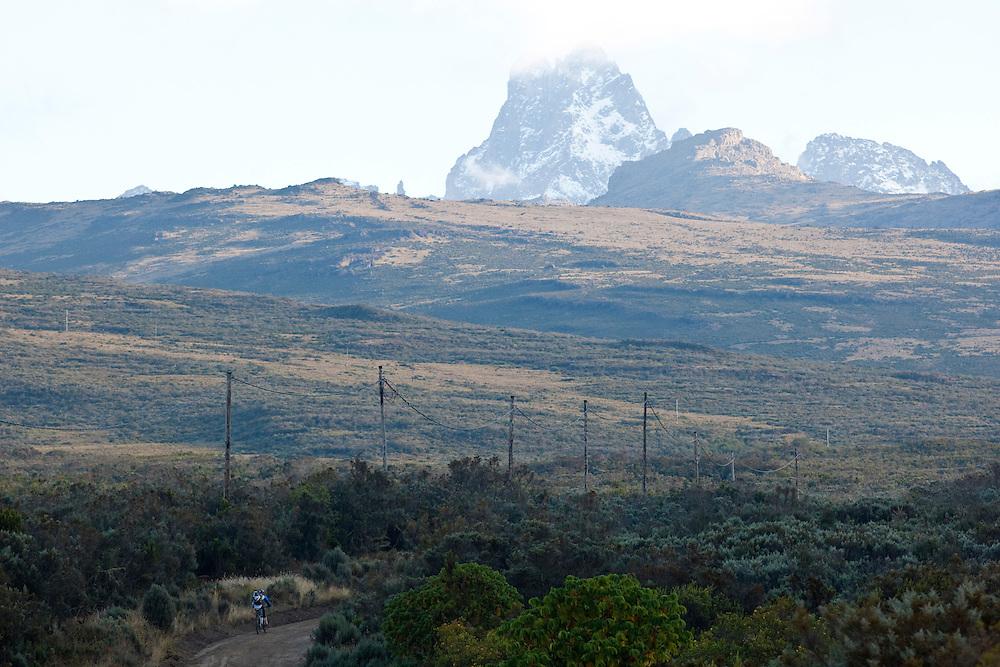 Location: Mont Kenya (Kenya) Urge Kenya 09/ The ultimate Mountain Bike gravity adventure at Mont-Kenya Athlete: Rene Wildhaber on his way to camp one Old Moses (altitude 3300 meters)