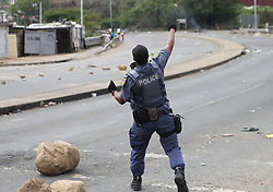 South Africa - Durban - 12 October 2020 - Residents at an informal settlement in Reservoir Hills went on a rampage, burning two cars and a bus and looted a bottle store in the area when they protested about service delivery<br /> Picture: Doctor Ngcobo/African News Agencvy(ANA)