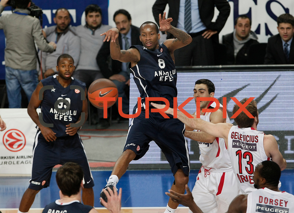 Anadolu Efes's Terence Kinsey (C) during their Turkish Airlines Euroleague Basketball Top 16 Group E Game 4 match Anadolu Efes between Olympiacos at Sinan Erdem Arena in Istanbul, Turkey, Wednesday, February 08, 2012. Photo by TURKPIX