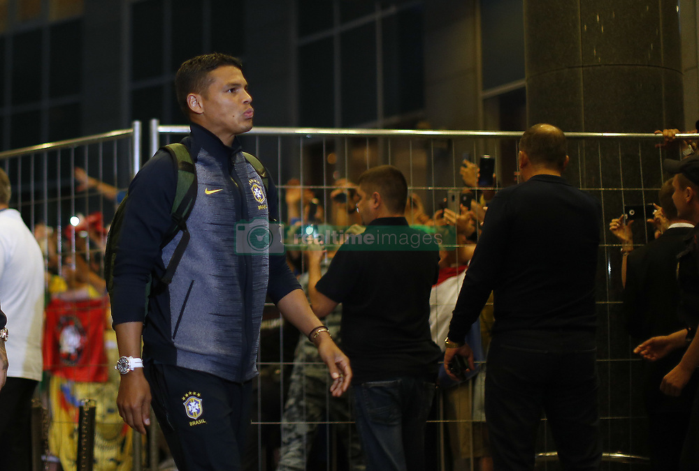 June 25, 2018 - Moscou, Rússia - MOSCOU, MO - 25.06.2018: ARRIVAL OF THE SELECTION IN MOSCOW - Thiago Silva of the Brazilian Soccer Team arrives with crowd at the door of the Renaissance hotel in Moscow, this Monday (25) (Credit Image: © Rodolfo Buhrer/Fotoarena via ZUMA Press)