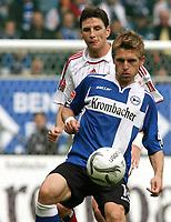 Fotball<br /> Bundesliga Tyskland<br /> 06.10.2007<br /> Foto: Witters/Digitalsport<br /> NORWAY ONLY<br /> <br /> v.l. Bastian Reinhardt HSV, Artur Wichniarek<br /> Bundesliga Arminia Bielefeld - Hamburger SV