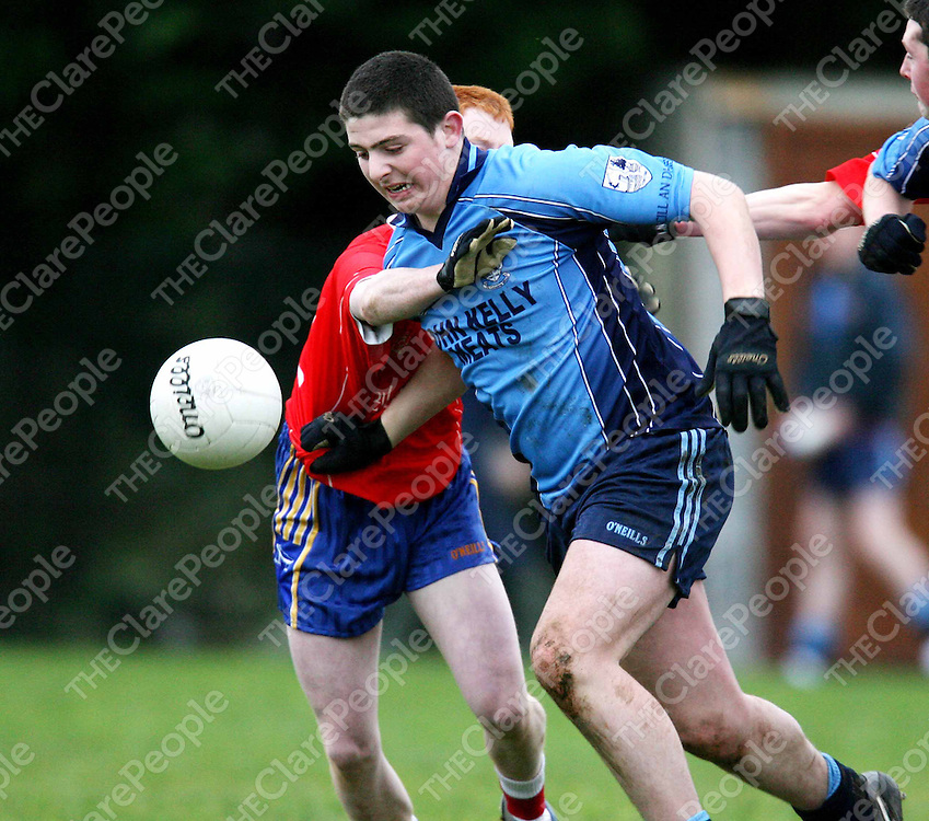 Keith Murphy in possession  during the Kildysert V Shannon Gaels match at Coolmean on Saturday.<br /><br />Photograph by Eamon Ward