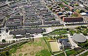 Nederland, Amsterdam, Westerpark, 25-05-2010. Overzicht Cultuurpark Westergasfabriek. Boven de Staatsliedenbuurt, met GWL-terrein (gemeentelijke waterleiding), met watertoten. Aan het water de gebouwen van de voormalige fabriek (Zuiveringshal,Ketelhuis en Machingebouw). Onder het park (architecte Kathryn Gustafson) met de voormalige gashouder. .Het ernstige vervuilde terrein is gesaneerd de voormalige fabrieksgebouwen hebben een culturele bestemming gekregen, het terrein wordt gebruikt voor manifestaties, tentoonstelling, expositie, cultuur, industrieel en cultureel erfgoed: cultuurpark. .Overview Culture Park Westergasfabriek with the district Sttasliedenbuurt.In the middle the park with the former gasometer..The former industrial buildings have a cultural destination, the site is used for events, exhibitions, cultural manifestations: culture park..luchtfoto (toeslag), aerial photo (additional fee required).foto/photo Siebe Swart
