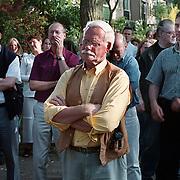 Protestactie tegen bouw in Stadspark Huizen, dhr Berringer