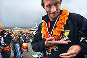 Nederland, Nijmegen, 18-7-2008Vierdaagse, Na een feestelijke intocht op de Via Gladiola volgt de uiteindelijke finish en het ophalen van het kruisje, vierdaagsekruisje, op de Wedren.Foto: Flip Franssen/Hollandse Hoogte
