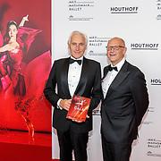 NLD/Amsterdam/20180908 - inloop Gala Het Nationale Ballet 2018, schrijver Arthur Japin en partner