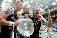 Håndball<br /> 05.06.2010<br /> Tyskland<br /> Foto: imago/Digitalsport<br /> NORWAY ONLY<br /> <br /> Børge Lund tysk seriemester med Kiel<br /> <br /> Grosswallstadt, THW Kiel Deutscher Meister THW Kiel 2010 v.l. Filip Jicha, Igor Anic, Börge Lund; Handball Herren GER 1. BL 2009 2010 Jubel Meisterfeier Meisterschaft Pokal