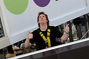 Op maandag 31 augustus presenteert Radio 538 DJ Lindo Duvall samen met sidekick Jelte van der Goot zijn programma vanaf een wel heel bijzondere locatie! Namelijk vanaf een 54 meter hoge snelwegmast langs de A10, ter hoogte van afslag Watergraafsmeer in Amsterdam!<br /> Radio 538 organiseert deze locatie-uitzending langs de A10 ter promotie van een nieuwe verkeersdienst die zij vanaf 31 augustus aan haar luisteraars biedt. Er is een beperkt aantal plaatsen voor pers beschikbaar. Wij vinden het erg leuk als jij er bij bent!  Van 13.30 uur tot 16.00 is er ruimte voor interviews en fotografie met Lindo Duvall en Waylon.<br /> <br /> Op de Foto:  DJ Lindo Duvall
