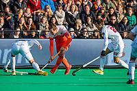 ROTTERDAM -  Floris Wortelboer (NED) met oa Albert Beltran (Spain)    tijdens   de Pro League hockeywedstrijd heren, Nederland-Spanje (4-0) . COPYRIGHT KOEN SUYK