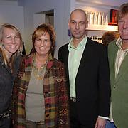 NLD/Tilburg/20060129 - Opening kapsalon John Beerens Tilburg, Aad de Mos met partner Gerarda de Reus en dochter Tessa, John Beerens