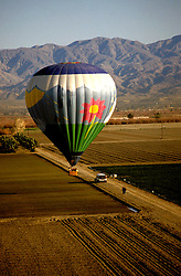 California: Palm Springs.  Ballooning.  Photo #: capalm101..Photo copyright Lee Foster, 510/549-2202, lee@fostertravel.com, www.fostertravel.com