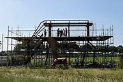 Koning Willem Alexander brengt  in Hilvarenbeek een werkbezoek aan een aantal initiatieven die vanuit de samenleving zijn gestart. De initiatieven dragen bij aan de leefbaarheid en toekomstbestendigheid van de dorpen die deel uitmaken van de gemeente Hilvarenbeek.<br /> <br /> King Willem Alexander is in Hilvarenbeek a working visit to a number of initiatives that have started from society. The initiatives contribute to the liveability and future-proofing of the villages that are part of the municipality of Hilvarenbeek.<br /> <br /> Op de foto:  De Koning bezoekt  'de Melkfabriek', een kunstwerk ( koe ) in aanbouw op een wandel- en kunstroute door het natuurgebied rondom Esbeek. <br /> <br /> The King visits 'de Melkfabriek', a work of art (cow) under construction on a walking and art route through the nature reserve around Esbeek.