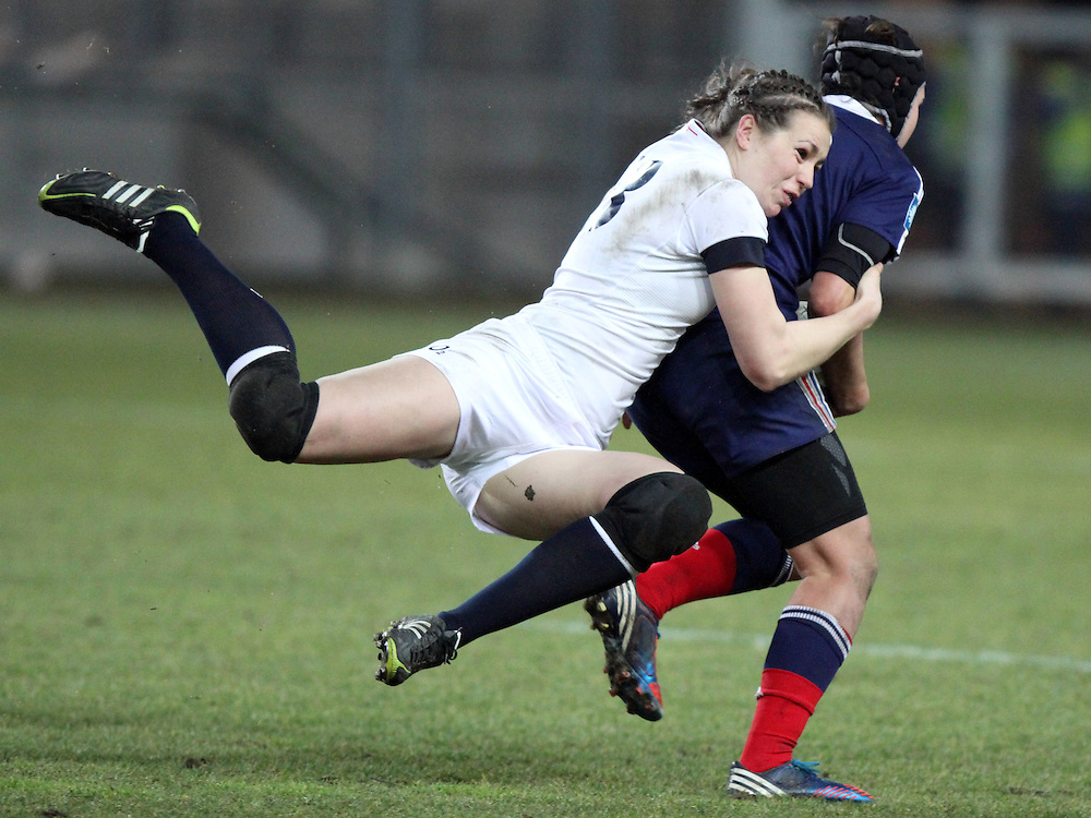Emily Scarratt in action. France Women v England Women in the Six Nations 2014 at Stade des Alpes, Grenoble, France on Saturday 1st February 2014, kick off 2055