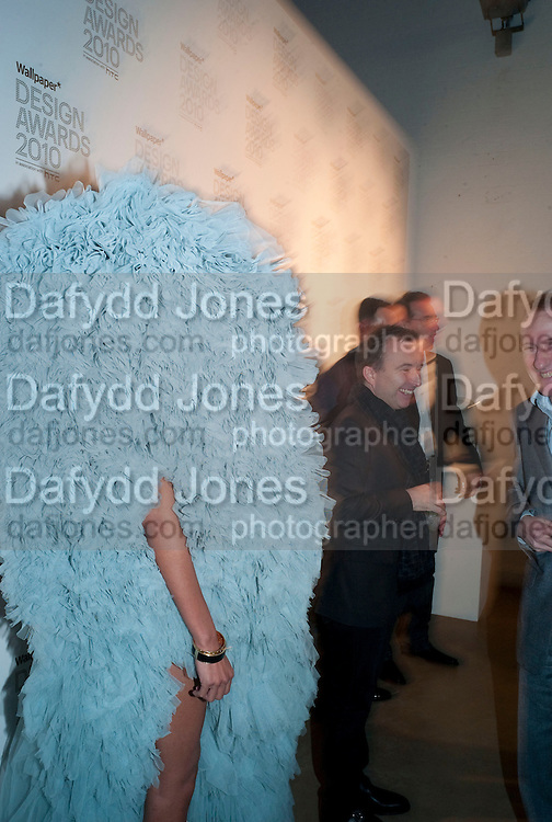 APPHIA MICHAEL; TONY CHAMBERS, Wallpaper* Design Awards. Wilkinson Gallery, 50-58 Vyner Street, London E2, 14 January 2010 *** Local Caption *** -DO NOT ARCHIVE-© Copyright Photograph by Dafydd Jones. 248 Clapham Rd. London SW9 0PZ. Tel 0207 820 0771. www.dafjones.com.<br /> APPHIA MICHAEL; TONY CHAMBERS, Wallpaper* Design Awards. Wilkinson Gallery, 50-58 Vyner Street, London E2, 14 January 2010