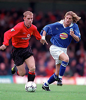 Nicky Butt (Man Utd) and Robbie Savage (Leicester). Leicester City v Manchester United. FA Premiership, 14/10/00. Credit: Colorsport / Andrew Cowie.
