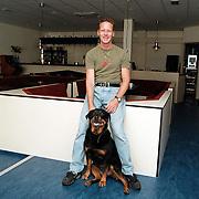 Dansschool Hans van Schaik met hond Esta in de verbouwde ruimte