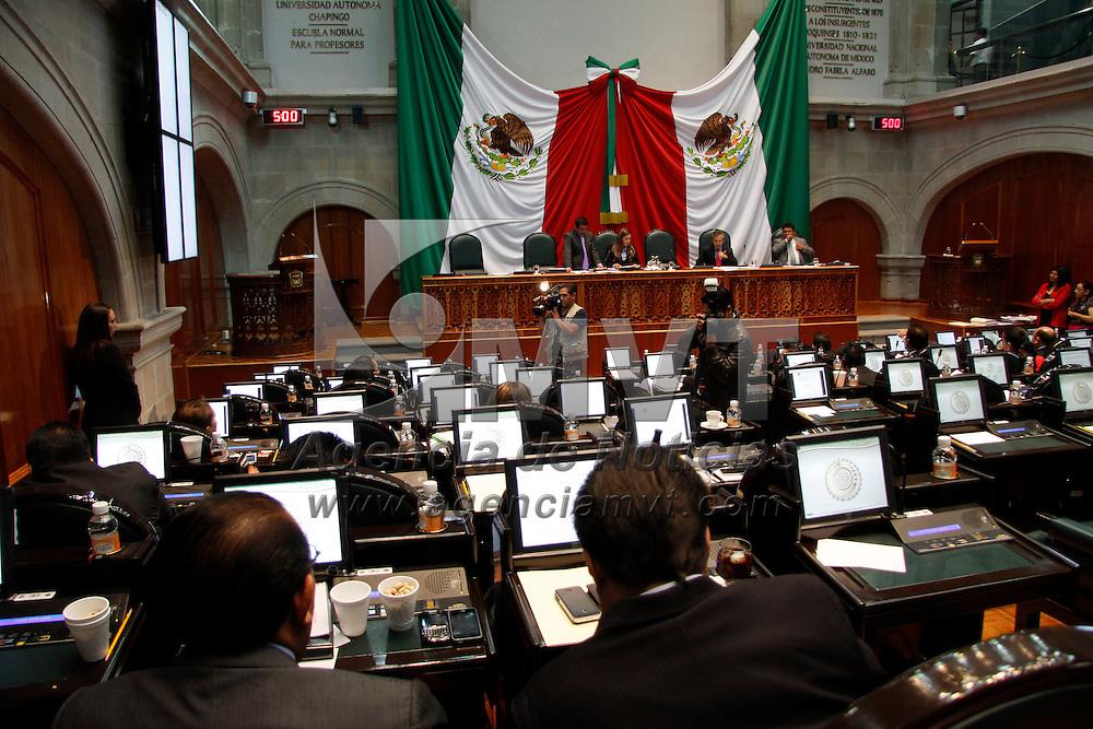 Toluca, México.- Diputados integrantes de la LVII Legislatura local durante el noveno y ultimo periodo ordinario de sesiones, donde se  aprobó  dar reconocimientos económicos a estudiantes con mejores promedios en instituciones de educación básica. Agencia MVT / Crisanta Espinosa