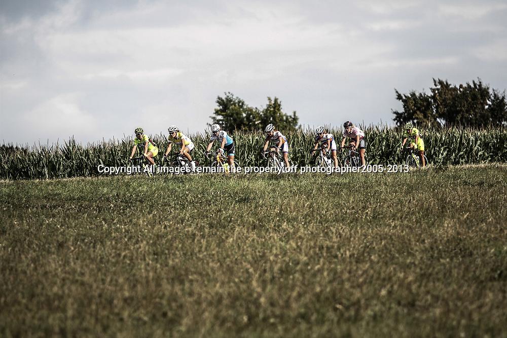 Boels Rental Ladies Tour Bunde-Valkenburg the leaders near Fromberg