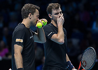 Tennis - 2017 Nitto ATP Finals at The O2 - Day Seven<br /> <br /> Mens Doubles: Semi Final 2 : Jamie Murray (Great Britain) & Bruno Soares (Brazil) Vs Henri Kontinen (Finland) & John Peers (Australia) <br /> <br /> Jamie Murray (Great Britain) and Bruno Soares (Brazil) hide their tactic discussion at the O2 Arena<br /> <br /> COLORSPORT/DANIEL BEARHAM