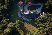 Nederland, Noord-Holland, Laren, 08-09-2009; Gooi: privé villa met rieten dak van gefortuneerde familie.Private villa with thatched roof fortunate family.Luchtfoto (toeslag); aerial photo (additional fee required); .foto Siebe Swart / photo Siebe Swart