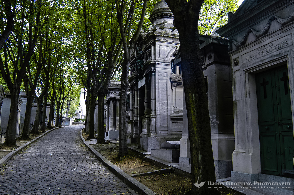 Père Lachaise Cemetery is the largest cemetery in the city of Paris, France. Tombs.