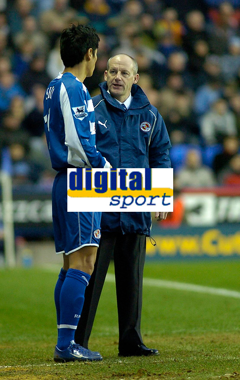 Photo: Gareth Davies.<br />Reading v Sheffield United. The Barclays Premiership. 20/01/2007.<br />Reading Manager Steve Coppell (R) gives his orders to the on coming sub Seol Ki-Hyeon (L).