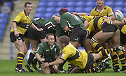 Photo Peter Spurrier<br /> 29/09/02   ZURICH PREMIERSHIP RUGBY<br /> London Irish vs Wasps, [L] Rob HOWLEY watches, Darren EDWARDS clearence pass, during the match,   Madejski Stadium, Reading Berkshire, [Mandatory Credit: Peter Spurrier/Intersport Images]