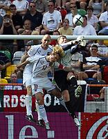 Fotball, Alveira Portugal, EM, Euro 2004, 150604, Tsjekkia - Latvia ,<br /> OALEXSANDRS KOLINKO (LATVIA) TAKES ON <br /> PAVEL NEDVED AND JAN KOLLER  CZECH REPUBLIC)<br /> Photo Roger Parker ,Digitalsport