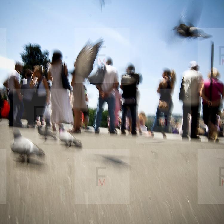 Turisti sul sagrato dell'Ara Coeli a Roma..Tourists on parvis of Ara Coeli in Rome