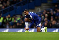 Ruben Loftus-Cheek of Chelsea ties his boot laces - Mandatory byline: Robbie Stephenson/JMP - 10/01/2016 - FOOTBALL - Stamford Bridge - London, England - Chelsea v Scunthrope United - FA Cup Third Round