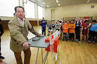 """23 APR 2006, BERLIN/GERMANY:<br /> Franz Muentefering, SPD, Bundesarbeitsminister, haelt eine Rede, vor der Siegerehrung, Kiez-Fussballturnier """"Xhain kickt"""", 3. SPD Fussballturnier fuer E-Jugend mit acht Mannschaften aus Friedrichshain-Kreuzberg, Lobeckhalle, Berlin-Kreuzberg<br /> IMAGE: 20060423-01-020<br /> KEYWORDS: Fußball, speech"""