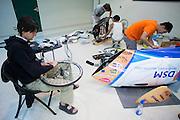 In het Civic Center werkt het technisch team aan de VeloX2. Er wordt vooral geschuurd en gepolijst. In de buurt van Battle Mountain, Nevada, strijden van 10 tot en met 15 september 2012 verschillende teams om het wereldrecord fietsen tijdens de World Human Powered Speed Challenge. Het huidige record is 133 km/h.<br /> <br /> The technical team is working on the VeloX2 at the Civic Center. Near Battle Mountain, Nevada, several teams are trying to set a new world record cycling at the World Human Powered Speed Challenge from Sept. 10th till Sept. 15th. The current record is 133 km/h.