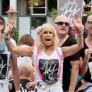NLD/Amsterdam/20110806 - Canalpride Gaypride 2011, Avro boot, Marga Bult