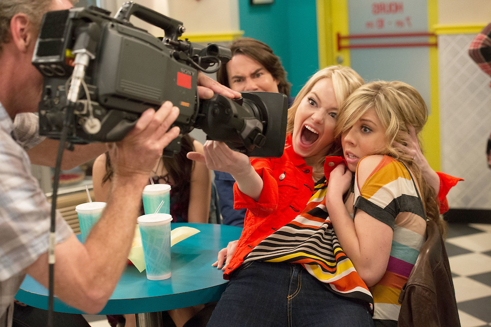 Emma Stone, Jennette McCurdy in iCarly