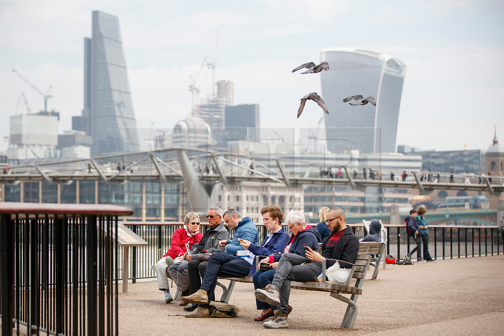 © Licensed to London News Pictures. 11/05/2017. London, UK. People enjoy warm weather and sunshine in Southbank, London on 11 May 2017 as temperatures hit 22C in central London. Photo credit: Tolga Akmen/LNP