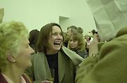 Sarah Lucas and Simon Crabb. <br />Ant Noises opening, Saatchi Gallery, London. 18/4/00<br />© Copyright Photograph by Dafydd Jones 66 Stockwell Park Rd. London SW9 0DA Tel 010 7733 0108 www.dafjones.com