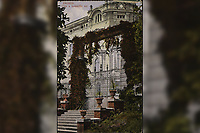 Zagreb : Ulaz u botanički vrt = Entrée au Jardin botanique. <br /> <br /> ImpresumZagreb : Jos. Čaklović Bromid Chromid, [19--].<br /> Materijalni opis1 razglednica : tisak ; 13,7 x 8,7 cm.<br /> NakladnikJos. Čaklović<br /> Mjesto izdavanjaZagreb<br /> Vrstavizualna građa • razglednice<br /> ZbirkaZbirka razglednica • Grafička zbirka NSK<br /> Formatimage/jpeg<br /> PredmetZagreb –– Ulica Antuna Mihanovića<br /> Botanički vrt Prirodoslovno-matematičkog fakulteta (Zagreb)<br /> SignaturaRZG-BOT-1<br /> Obuhvat(vremenski)20. stoljeće<br /> NapomenaRazglednica je putovala.<br /> PravaJavno dobro<br /> Identifikatori000952440<br /> NBN.HRNBN: urn:nbn:hr:238:400538 <br /> <br /> Izvor: Digitalne zbirke Nacionalne i sveučilišne knjižnice u Zagrebu