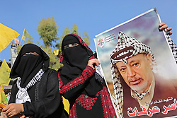November 20, 2018 - Gaza City, Gaza Strip, Palestinian Territory - Palestinian Fatah supporters take part in a rally to mark the 14th anniversary of the death of late Palestinian leader Yasser Arafat in Gaza City.   (Credit Image: © Ashraf Amra/APA Images via ZUMA Wire)