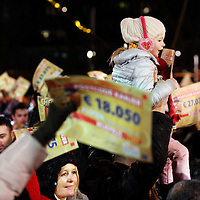 Nederland, Amsterdam , 6 januari 2015.<br /> Feestvreugde bij de bekendmaking van de wijkprijs tijdens het Kanjerfeest (wijkfeest) van de Postcode Loterij in Gaasperdam Amsterdam Zuidoost.<br /> Foto:Jean-Pierre Jans