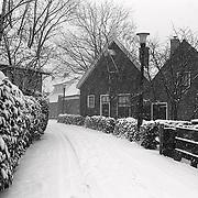 NLD/Huizen/19910208 -  Hevige sneeuwval Visserstraat Huizen