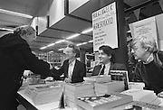 Nederland, Nijmegen,13-3-1986Signeeravond tgv de boekenweek door de auteurs Jan Siebelink, Leon de Winter en Thomas Rosenboom bij boekhandel Dekker en van de Vegt.Foto: Flip Franssen/Hollandse Hoogte