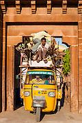 Autorickshaw stuck under city gate (India)