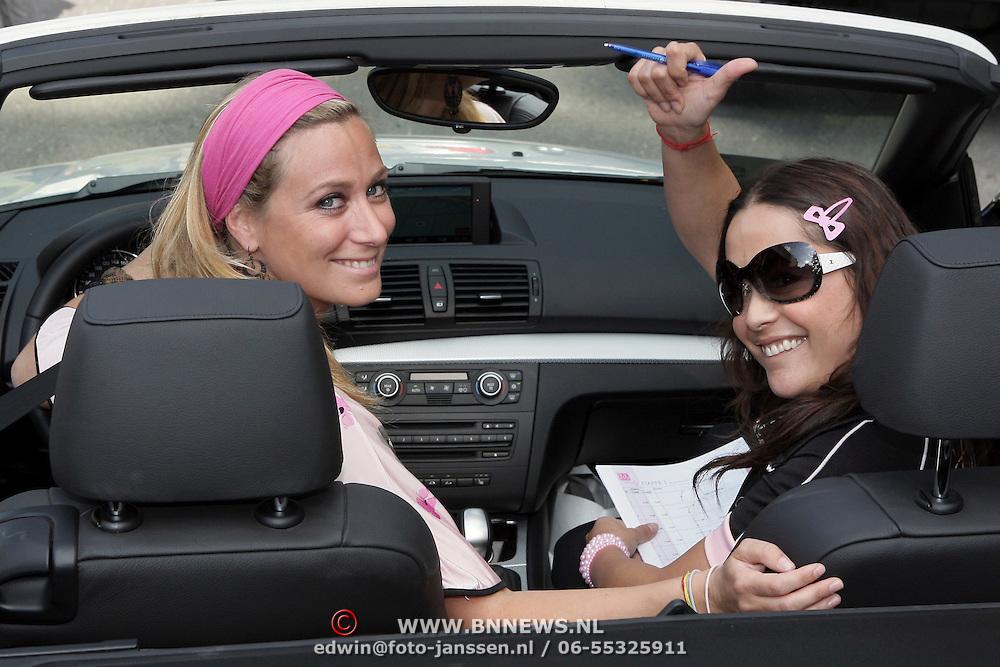 NLD/Amsterdam/20080910 - Beau Monde Rally 2008, Fabienne de Vries en vriendin in hun auto