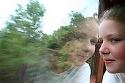Mariana_MG, Brasil...Garota olhando a paisagem de dentro de uma locomotiva que faz o trajeto entre Mariana e Ouro Preto...The girl looking for the landscape inside a locomotive, this route is between Mariana and Ouro Preto...Foto: LEO DRUMOND / NITRO.